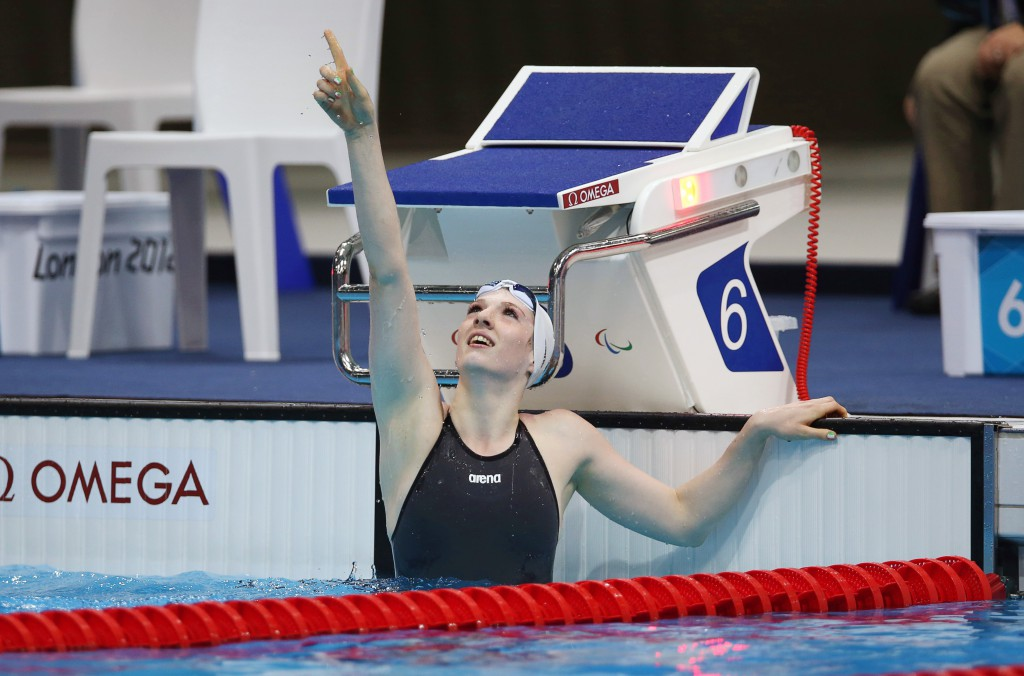Bethany Firth celebrates winning gold 31/8/2012
